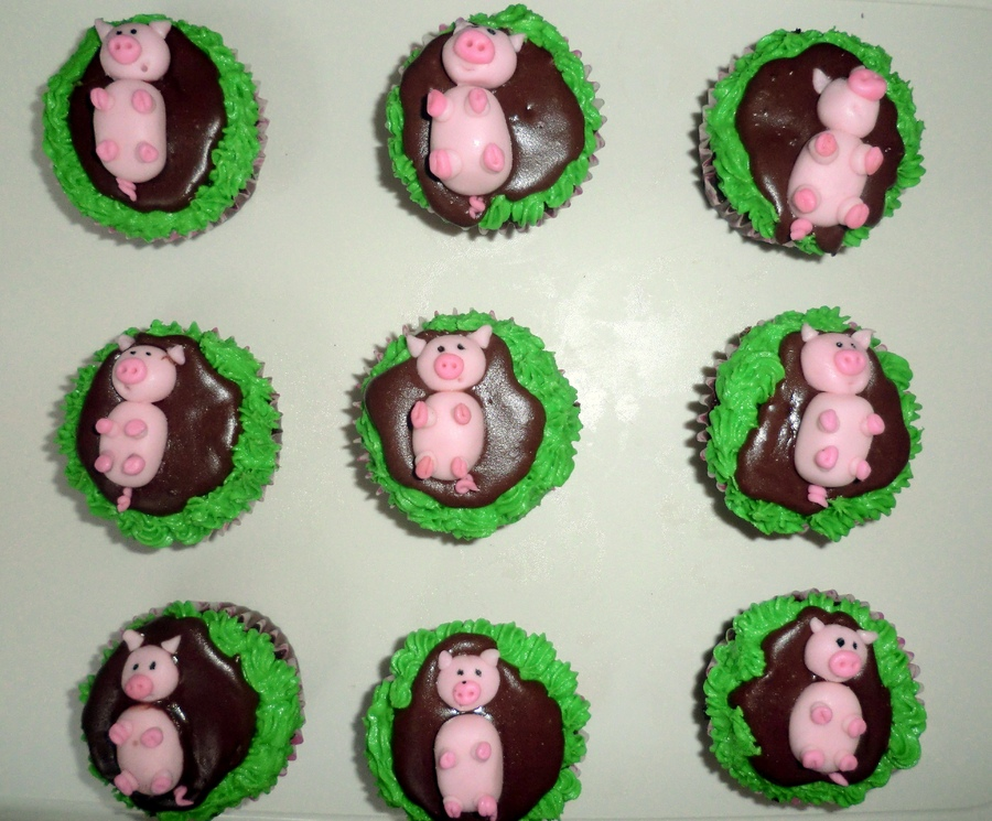 I am happier than the pigs on these cupcakes.